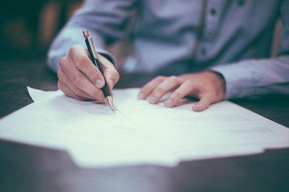 רכישת דירה מקבלן: ממה להיזהר לפני שחותמים על הסכם מכר?